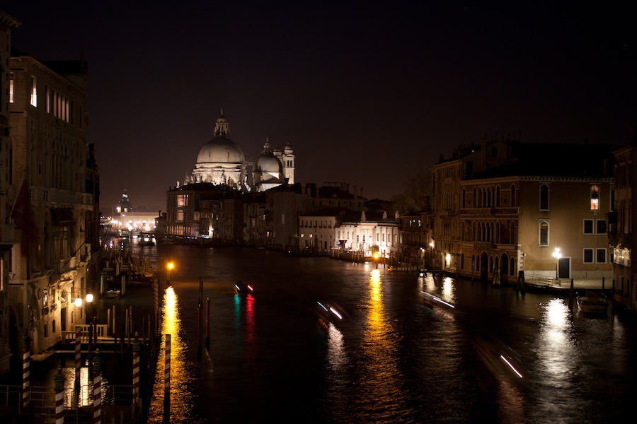 Santa-Maria-della-Salute-from-the-Accademia-Bridge-x900