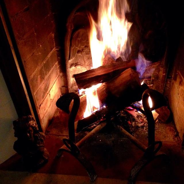 Hier presque l'été dans le sud et aujourd'hui notre 1er feu de l'année à Paris #ilovefall #fireplace