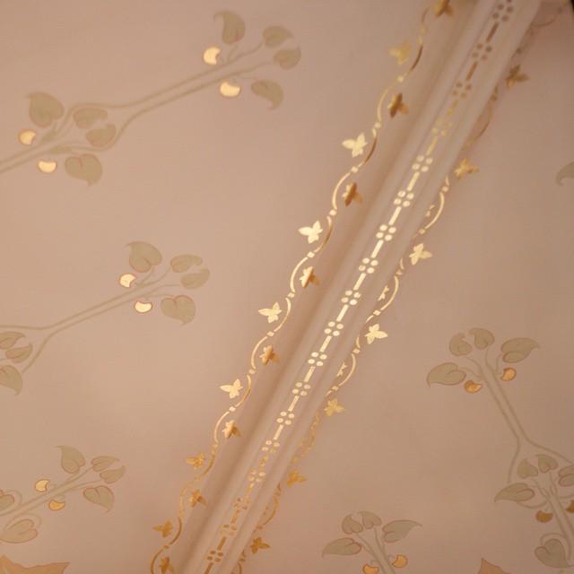 Motif peint rehaussé a la feuille d'or à la Villa Demoiselle #villademoiselle #vranken #pommery #vrankenpommery #reims