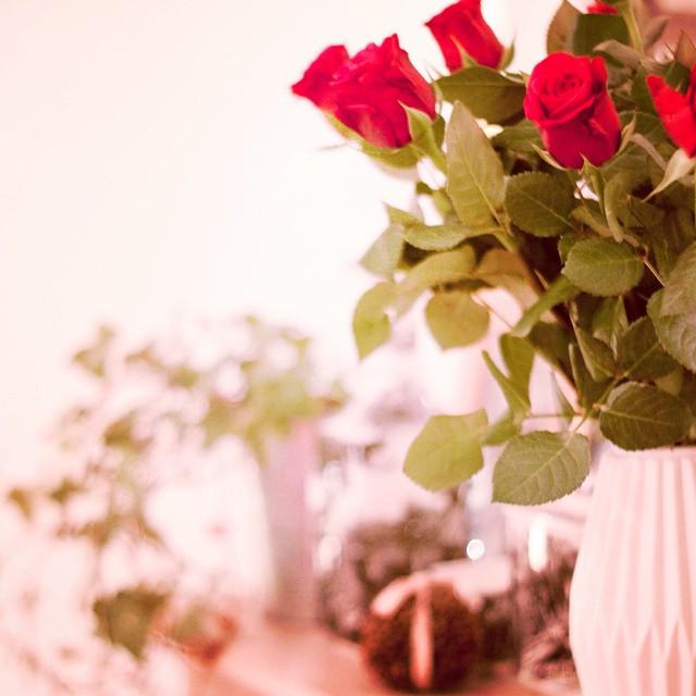 Le joli bouquet qui m'attendait ce soir en rentrant a la maison <3 #love #roses #origami